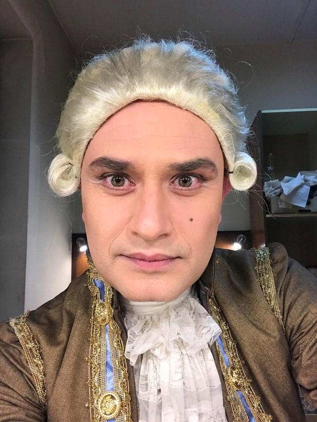 """Георги Любенов като военачалник на охраната на принца в """"Спящата красавица"""""""