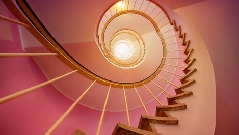 Синдромът на стълбището – как да не падаме в плена му