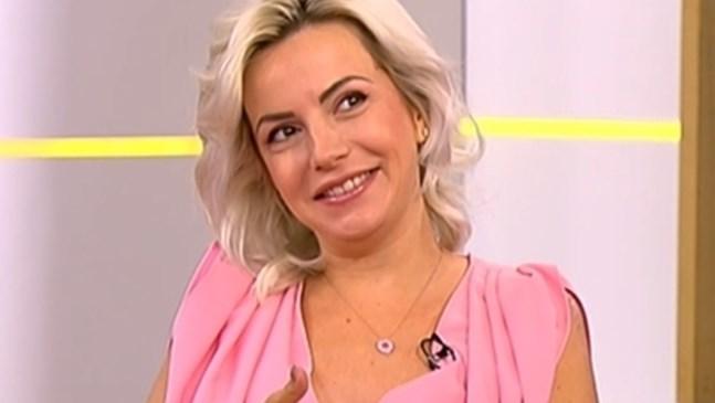 Поли Генова е бременна с момиче. Празнува 30 години на сцената