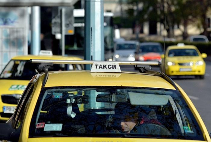 В Русе, оказва се, такситата напоследък не достигат.