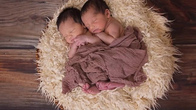Британка роди най-малките близначета - 429 и 403 грама