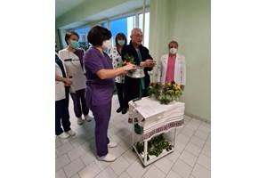 Традицията на Бабинден бе спазена от работещите в Родилното отделение.