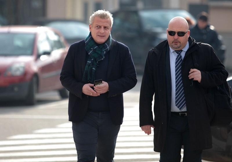 Петър Москов на път към съдебната зала