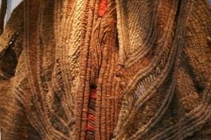 Два от прочутите гоблени на Марин Върбанов. Той нарушава традицията на гоблена тип килим и го превръща в тесктилна скулптура.