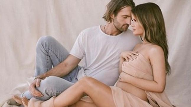 Певицата Марън Морис роди момченце