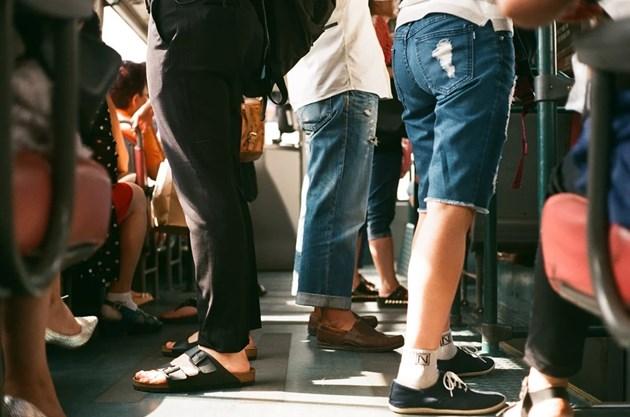 Билетите за градския транспорт в Атина и Солун поевтиняват заради намаления ДДС