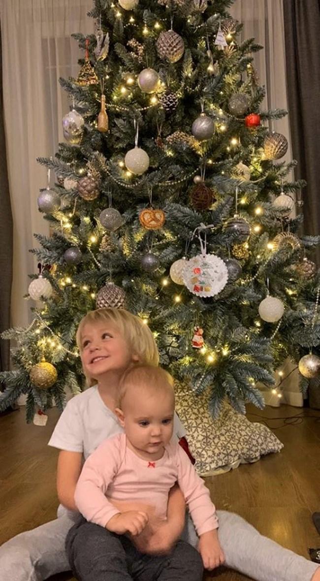 Баткото Николай с малката Еми, която ще посрещне първата си Коледа.