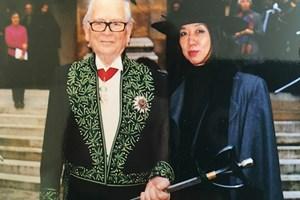 Пиер Карден с жената, която му отваря вратите на китайския пазар - мадам Сун