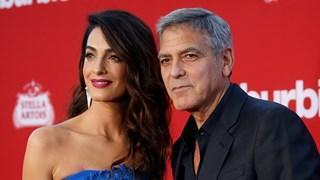 Джордж Клуни мина по червения килим с  тъща си (Снимки)