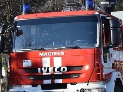 Късо съединение запали кола край Девин, спасиха 4 тона захарни изделия
