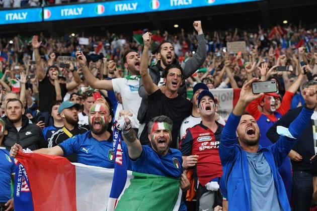 Феновете ще се завърнат на стадионите