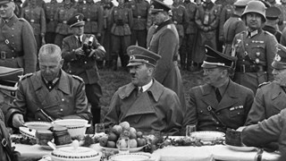 Храната на диктаторите: Тато обожавал качамак и чушки с боб