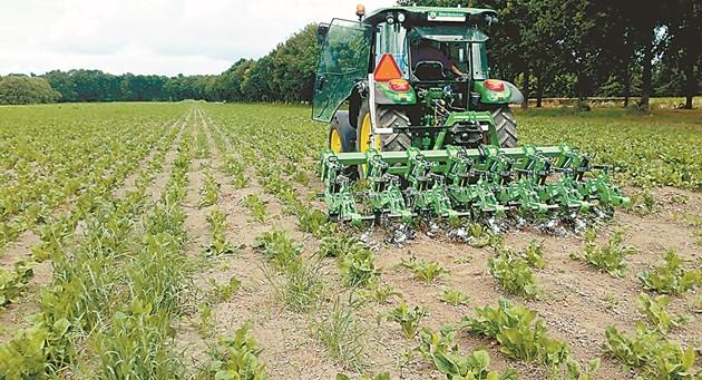 Biotracker се използва с леки трактори до 100 к.с., за да се избягва утъпкване