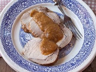Свинско с ябълков сос