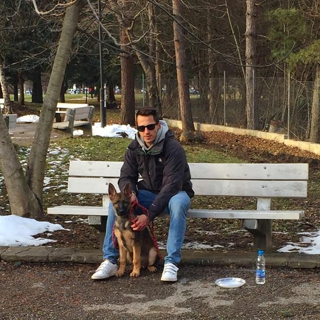Наум с кучето си, снимка: личен архив