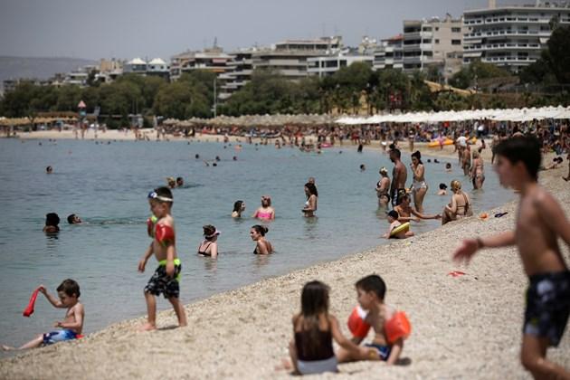Температурни рекорди в Гърция, плажовете са пълни (Снимки и видео)