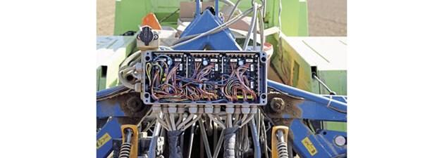 Така изглеждаше електрониката при първите synchro-drives сеялки.
