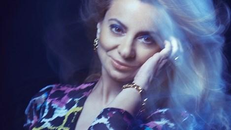 """Мирослава Кацарова запява """"Като в картина на Шагал"""""""
