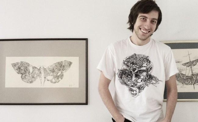 Художникът рисува и тениски.