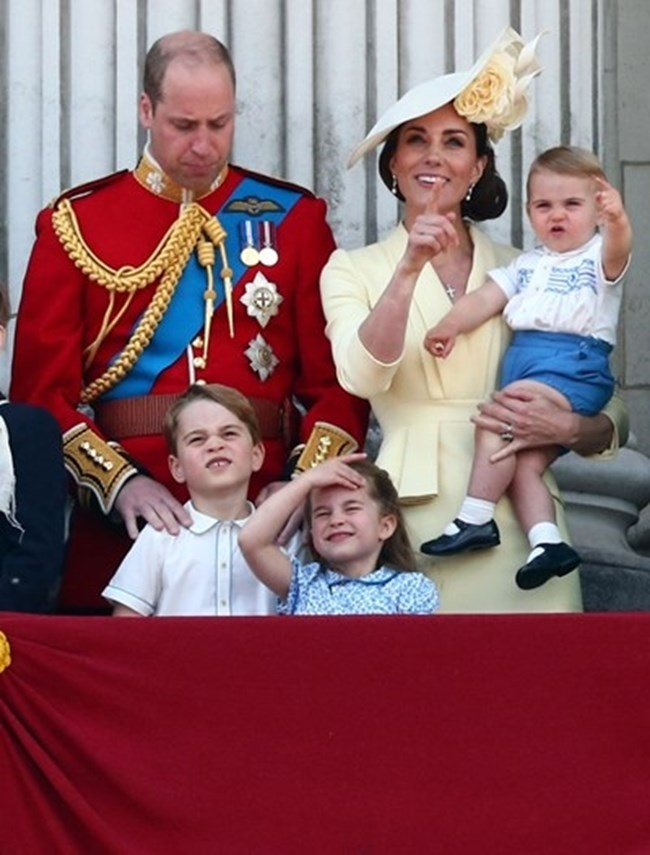 Уилям и Кейт с децата си прицеса Шарлот, принц Джордж и принц Луи   СНИМКА: Ройтерс