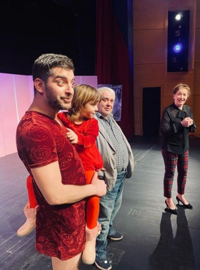 """Кати се качи на сцената на пловдивския театър след представлението """"Горката Франция"""""""