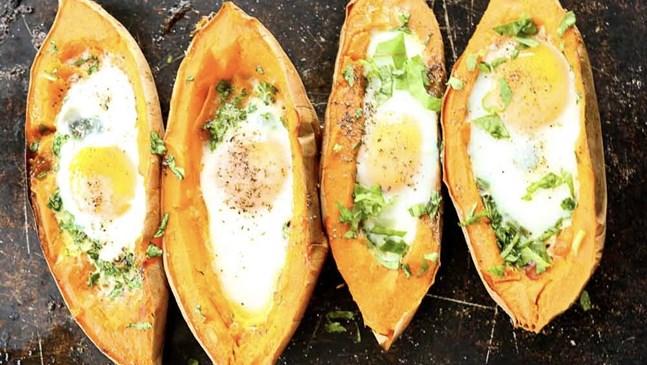 Лодки от сладки картофи с яйце