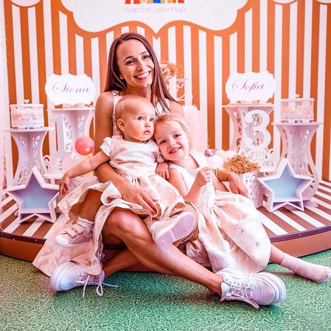 С дъщерите си София и Сиена