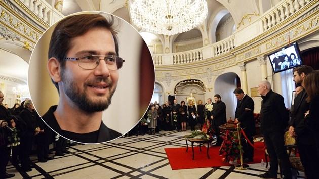 Близките приемат съболезнования пред затворения ковчег на Стефан Данаилов (Снимки)
