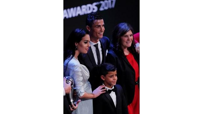 Как се расте само с баща, макар и той да е Кристиано Роналдо?