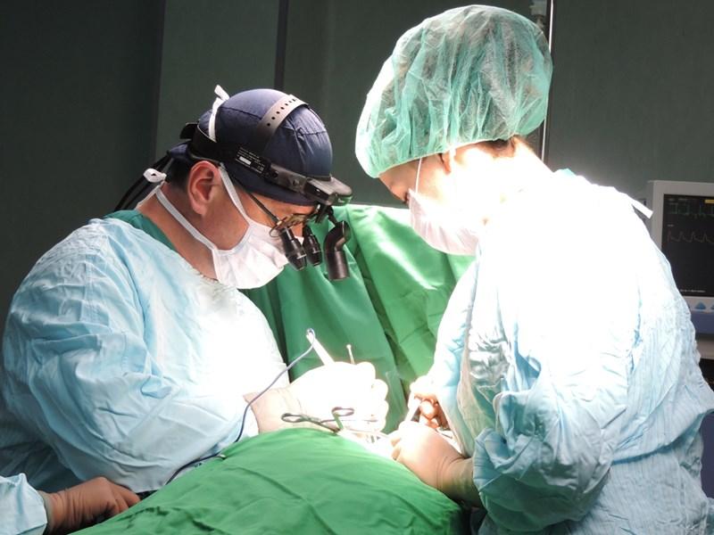 Доц. Марков бил много добър в каротидната хирургия.