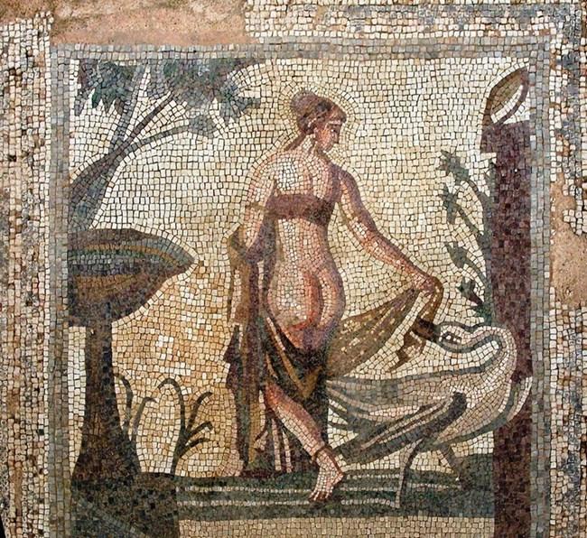 Изящната мозайка на Леда и похотливия Зевс като лебед СНИМКИ: АРХИВ