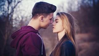 Колко пъти в седмицата се целуват женените двойки