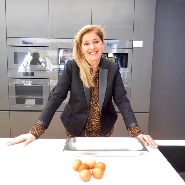 Катето Евро обича да готви