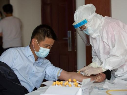 Китай актуализира правилата за диагностика на COVID-19, антигенни тестове ще се правят само на неваксинирани