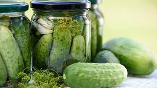 Домашни хитрини: За какво служат киселите краставички
