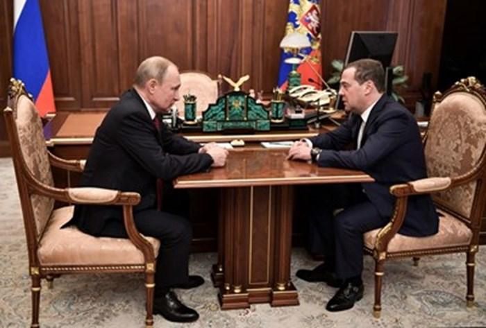 Дмитрий Медведев дълго време беше дясната ръка на Владимир Путин. СНИМКА: РОЙТЕРС