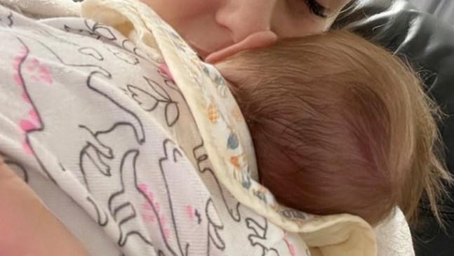 Деси Бакърджиева показа снимка с дъщеря си Вивиан