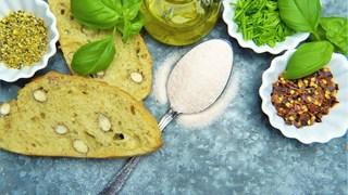 Необичайни употреби на солта, маслото и черният пипер в домакинството