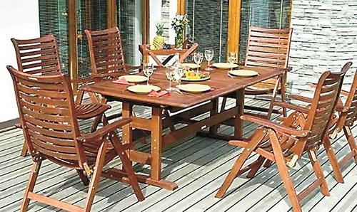Как да обновите дървените градински мебели?