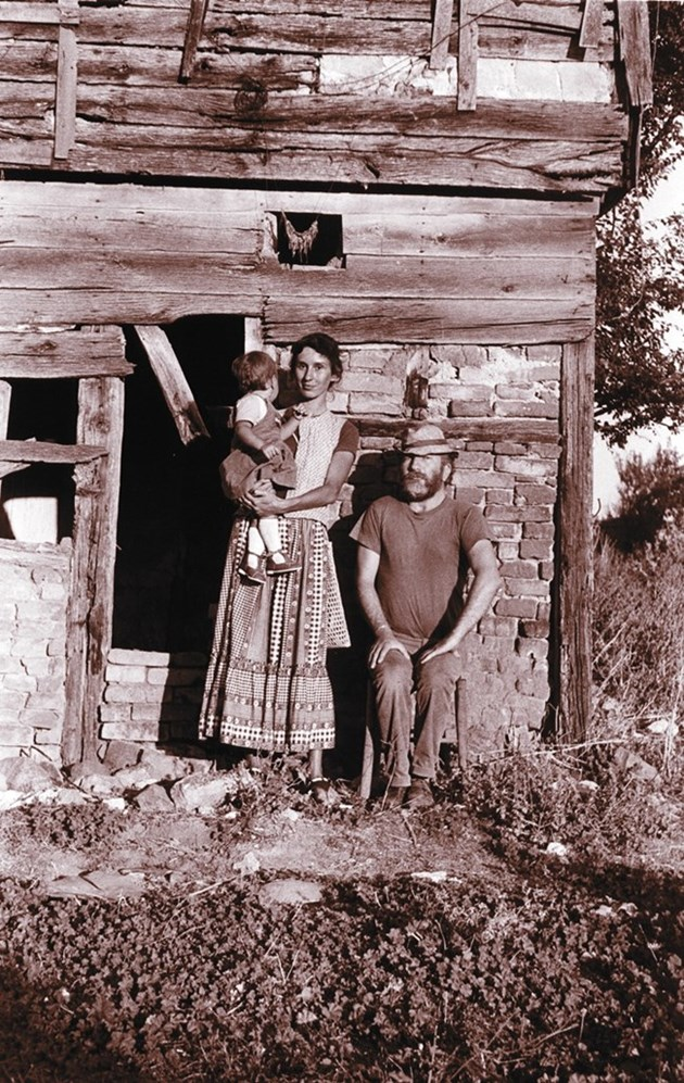 Джони с втората си съпруга Дениз и дъщеря им Ива