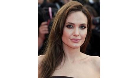 Анджелина Джоли ще е приказна героиня
