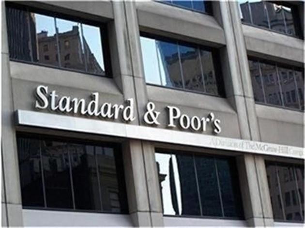 """""""Стандард енд Пуърс"""" понижи перспективата на кредитния рейтинг на Румъния"""