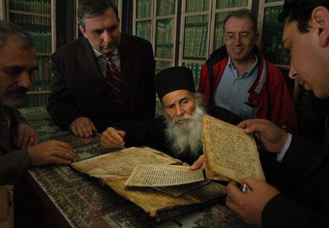 В библиотеката на манастира има ценни  реликви от неговата история през вековете.
