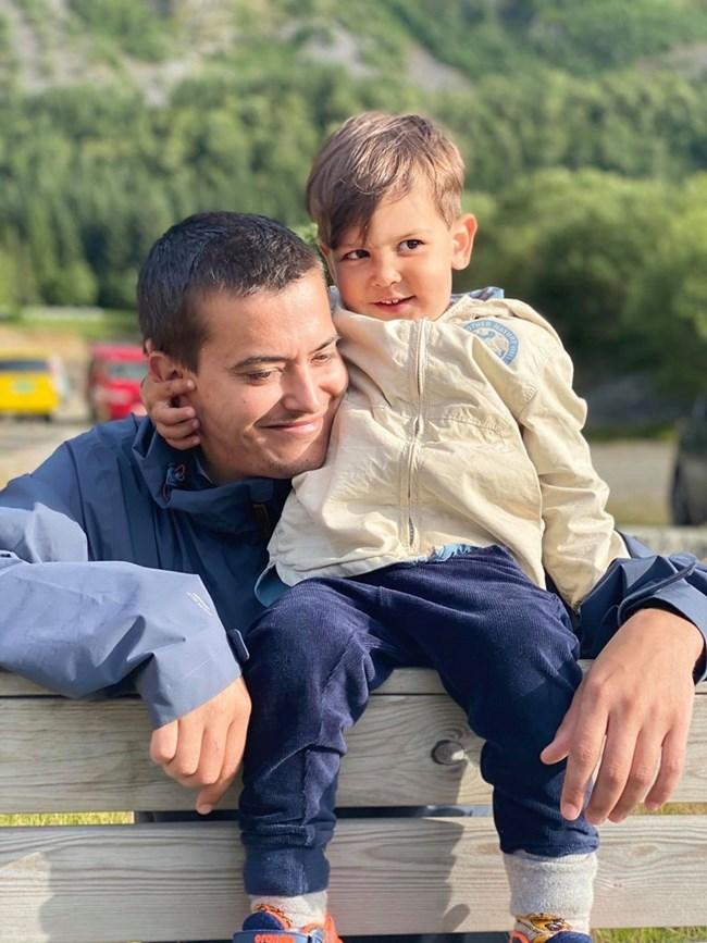 Първородният син на Благовест - Александър, със сина си Леон, който вече е на 4 г.