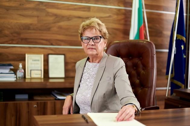 Комитова: До петък ще е ясно колко плащания е спрял уволнения Минчев