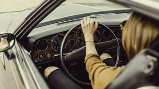 9 опасни неща, които не бива да правим в колата