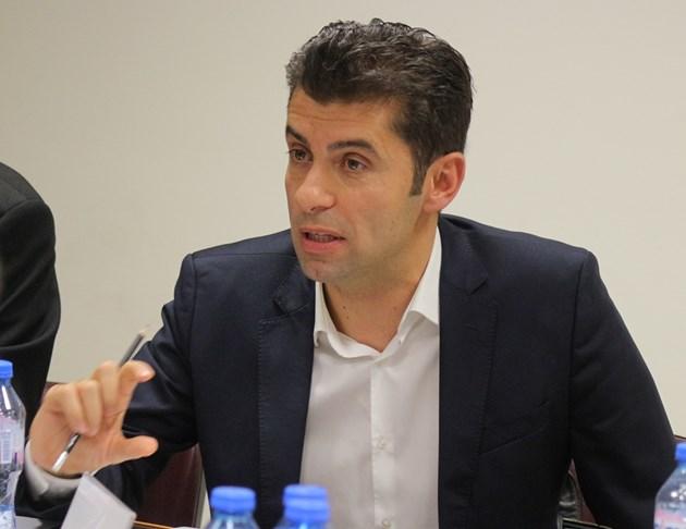Министър Кирил Петков: Вярвам на Спецов, той проверява недосегаемите