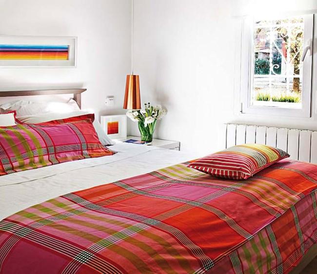 Спалнята е светла и приятна