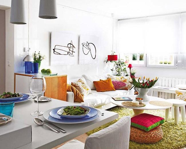 Бялото е доминиращият цвят, но не неговия фон красивите цветни акценти изпъкват още по-ярко Снимки design-homes.ru