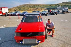 Николай с неговия състезателен автомобил